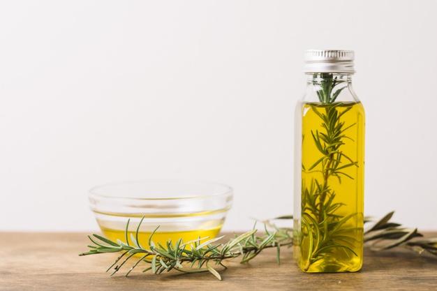 De ce să folosești uleiul esențial de rozmarin